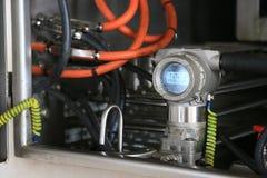Передатчик давления в процесс нефти и газ, посылает сигнал к давлению в системе, электронному датчику регулятора и чтения Стоковая Фотография RF