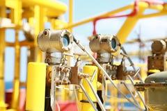 Передатчик давления в процесс нефти и газ, посылает сигнал к давлению в системе, электронному датчику регулятора и чтения Стоковая Фотография