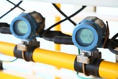 Передатчик давления в процесс нефти и газ, посылает сигнал к давлению в системе, электронному датчику регулятора и чтения Стоковое Изображение RF