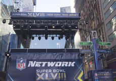 Передача сети NFL установила на Бродвей во время недели Супер Боул XLVIII в Манхаттане Стоковые Фото