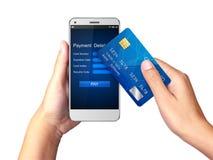 Передвижная концепция оплаты, рука держа Smartphone с обрабатывать передвижных оплат от кредитной карточки стоковая фотография rf