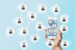Передвижная концепция e-оплаты с smartphone и социальной сетью стоковые фотографии rf
