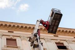 Передвижная повышаясь машина рабочей платформы Стоковая Фотография