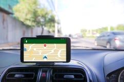 Передвижной умный телефон используя для фокуса навигатора GPS селективного  Стоковое Изображение
