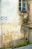 Передний дом падая в руины Стоковая Фотография
