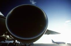 Передний план Боинг 737 двигателя aircrat двигателя Боинга 767 в предпосылке. Стоковая Фотография RF