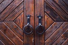 Передний план старой деревянной двери Стоковые Фотографии RF