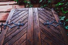 Передний план старой деревянной двери Стоковые Изображения RF