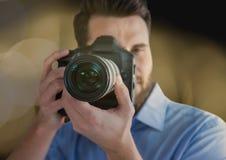 передний план фотографа принимая фото Запачканное перекрытие светов Стоковая Фотография RF
