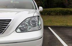 Передний свет современного автомобиля спорт Стоковое Фото