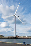 Передовица: Ветротурбина в Cambois, Нортумберленде Принятый 27-ое апреля стоковые фото