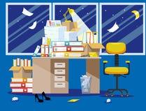 Период Nitht бухгалтеров и представления отчетах о финансиста Куча печатных документов и папок файла в картонных коробках дальше стоковые изображения rf