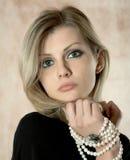 перла ожерелья девушки Стоковые Фотографии RF