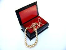 перлы ожерелья коробки Стоковое фото RF