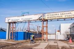 Пермь, Россия - 16,2016 -го апрель: Рекламировать на трубопроводе Стоковое Фото