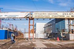 Пермь, Россия - 16,2016 -го апрель: Рекламировать на трубопроводе Стоковые Фотографии RF