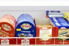 ПЕРМЬ, РОССИЯ - 18-ОЕ АВГУСТА 2014: Различные разнообразия сыра Стоковое Изображение