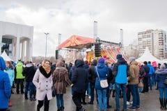 ПЕРМЬ, РОССИЯ - 13-ое марта 2016: Много люди в квадрате Стоковые Изображения RF