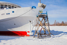 Пермь, Россия - 11-ое марта 2017: Отремонтируйте работу мотора 3-палубы стоковое изображение rf