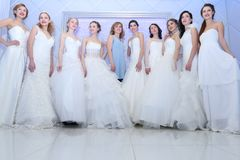 ПЕРМЬ, РОССИЯ - 12-ОЕ ФЕВРАЛЯ 2017: Милые невесты моделей Стоковые Изображения RF