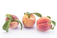 3 персика изолированного на белой предпосылке Стоковая Фотография