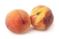 2 персика изолированного на белой предпосылке Стоковое Изображение