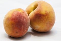 Персики изолированные на белизне Стоковое Фото