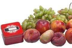 Персики и виноградины и коробка Стоковое фото RF