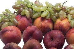 Персики и виноградины Стоковые Фотографии RF