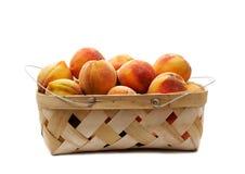 персики корзины стоковая фотография rf