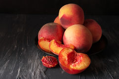 Персики на черноте Стоковое Изображение RF