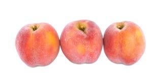 Персики сочного лета яркие красные, плодоовощи для здоровой диеты лета изолированные на белой предпосылке Стоковые Фото