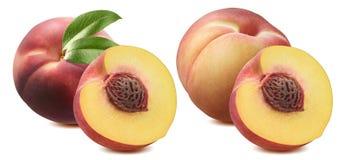 Персик весь и половинный комплект изолированный на белой предпосылке Стоковое фото RF