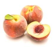 Персик изолированный на белизне Стоковое Фото