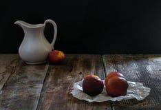 Персик и кувшин Стоковое Фото