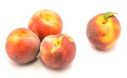 Персик на белизне Стоковые Изображения RF