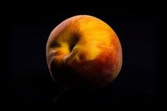 Персик на черноте стоковая фотография rf