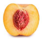 Персик неполной вырубки изолированный на белой предпосылке Стоковое Фото