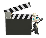 Персонаж из мультфильма скунса с clapboard Стоковые Фотографии RF