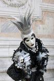Персона в Venetian costume в масленице Венеция. Стоковые Фотографии RF