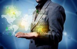 Персона дела держа карту статистик земли Стоковая Фотография RF