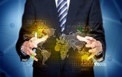 Персона дела держа карту статистик земли Стоковое Изображение RF
