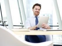 Персона дела работая в офисе Стоковое Изображение