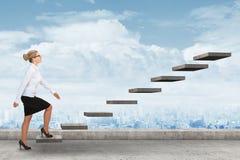 Персона дела шагая вверх лестница Стоковая Фотография RF