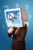 Персона с головой и облаком монитора основала технологию на scr Стоковое фото RF