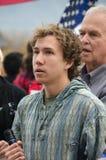 Персона с микрофоном на протесте козыря стоковые фото