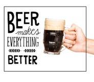 Персона с стеклом темного пива Стоковое Изображение RF