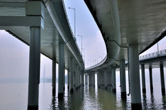 перспектива кривого моста удлиняя Стоковые Изображения RF