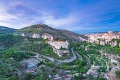 Перспектива над долиной с городком Cuenca на вершине холма, Испании Стоковые Изображения RF