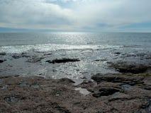 Перспектива от скалистого пляжа Стоковые Фото